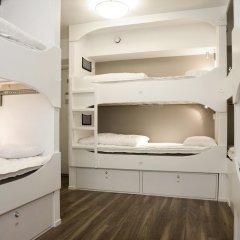 Отель Backpackers Goteborg Кровать в мужском общем номере с двухъярусной кроватью