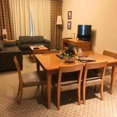 Отель Golden Tulip Sharjah Апартаменты Премиум с различными типами кроватей фото 4