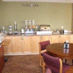 Отель Canadas Best Value Inn Langley Лэнгли питание фото 2
