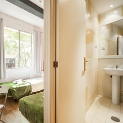 Отель Madrid Motion Hostels 2* Стандартный номер с 2 отдельными кроватями фото 3