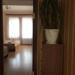 Отель Guesthouse Gia сейф в номере