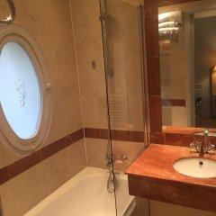 Отель Suites Unic Renoir Saint-Germain Франция, Париж - отзывы, цены и фото номеров - забронировать отель Suites Unic Renoir Saint-Germain онлайн ванная