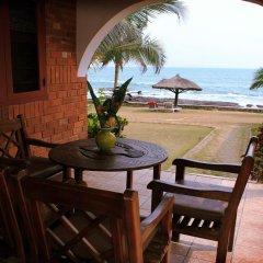 Отель Coconut Grove Beach Resort балкон