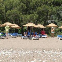 Blue & White Hotel пляж