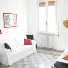 Апартаменты Colorful and Lively Vatican Apartment комната для гостей фото 4