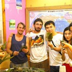 Hello Chengdu International Youth Hostel Кровать в мужском общем номере с двухъярусной кроватью фото 4