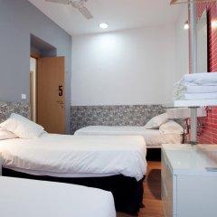 Отель Hostal Nitzs Bcn Стандартный номер с различными типами кроватей (общая ванная комната) фото 4
