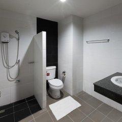 Отель JJ Residence Phuket Town Таиланд, Пхукет - отзывы, цены и фото номеров - забронировать отель JJ Residence Phuket Town онлайн ванная