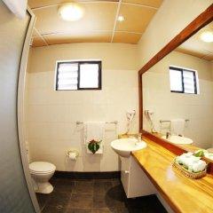 Smugglers Cove Beach Resort and Hotel ванная