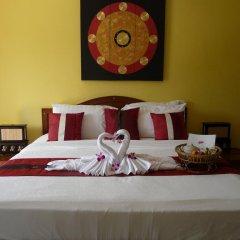 Отель Baan Chang Bed and Breakfast сейф в номере