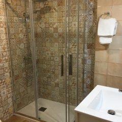 Отель Hostal Lojo Испания, Кониль-де-ла-Фронтера - отзывы, цены и фото номеров - забронировать отель Hostal Lojo онлайн ванная фото 2