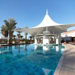 Отель The Ritz-Carlton, Dubai Улучшенный номер с различными типами кроватей фото 8
