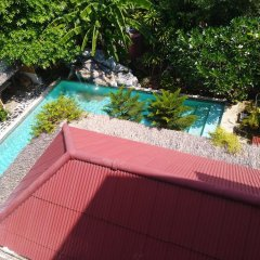 Отель Baan Oui Phuket Guest House бассейн