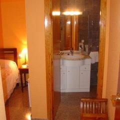 Отель Hostal Restaurante Arasa Стандартный номер с различными типами кроватей фото 9