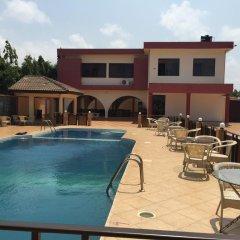 Отель Kesdem Hotel Гана, Тема - отзывы, цены и фото номеров - забронировать отель Kesdem Hotel онлайн бассейн фото 2