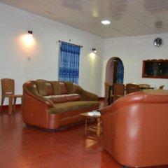 Отель Amro Guest and Restaurant интерьер отеля