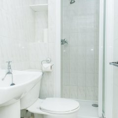 Отель Avonmore Hotel Великобритания, Лондон - 1 отзыв об отеле, цены и фото номеров - забронировать отель Avonmore Hotel онлайн ванная