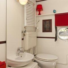 Отель Noah's houseboat Amsterdam Нидерланды, Амстердам - отзывы, цены и фото номеров - забронировать отель Noah's houseboat Amsterdam онлайн ванная