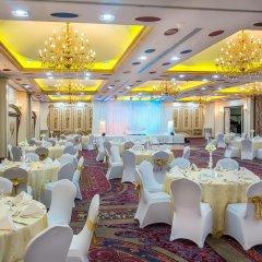 Отель Holiday International Sharjah