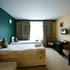 DeSalis Hotel London Stansted 3* Стандартный семейный номер с различными типами кроватей