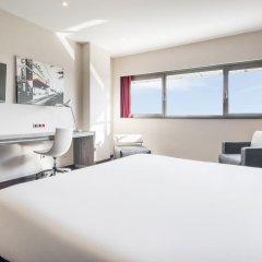 Отель ILUNION Barcelona 4* Стандартный номер с различными типами кроватей фото 12