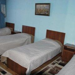 Hostel Inn Osh Кровать в мужском общем номере с двухъярусной кроватью