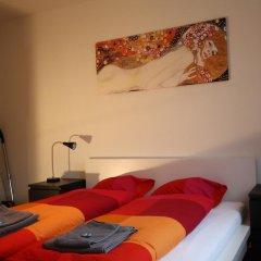Апартаменты Letzigrund Apartments комната для гостей фото 5