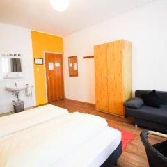 Отель Pension/Guesthouse am Hauptbahnhof Стандартный номер с двуспальной кроватью (общая ванная комната) фото 23