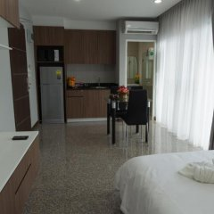 Апартаменты Modernbright Service Apartment Бангламунг комната для гостей фото 5