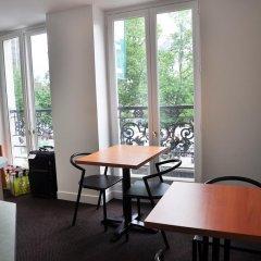 Отель Hôtel De La Tour Париж питание фото 2