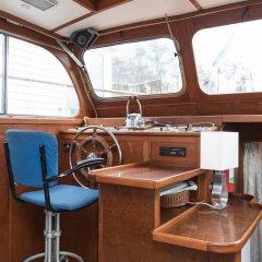 Отель Authentic Houseboats Amsterdam Нидерланды, Амстердам - отзывы, цены и фото номеров - забронировать отель Authentic Houseboats Amsterdam онлайн интерьер отеля