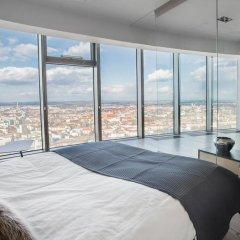 Отель 40th+ Floor Luxury Apartments in Sky Tower Польша, Вроцлав - отзывы, цены и фото номеров - забронировать отель 40th+ Floor Luxury Apartments in Sky Tower онлайн комната для гостей фото 4