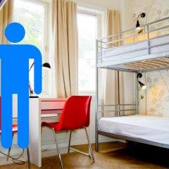 Отель Marken Guesthouse Кровать в мужском общем номере фото 6