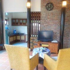 Отель Wooden House Holiday Rental Хойан в номере