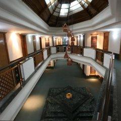 Отель Pokhara Grande Непал, Покхара - отзывы, цены и фото номеров - забронировать отель Pokhara Grande онлайн интерьер отеля фото 2