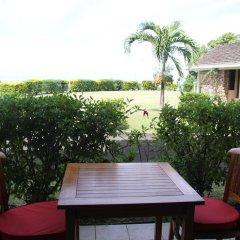 Tiki Hotel бассейн