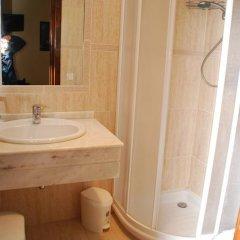 Отель Hostal Ayestaran II Стандартный номер с двуспальной кроватью фото 19