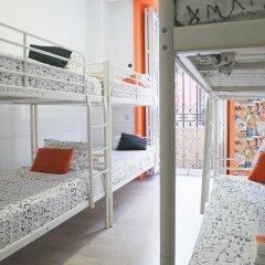 Отель Hostels MeetingPoint 2* Кровать в общем номере с двухъярусной кроватью фото 3