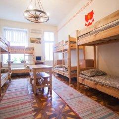 Cossacks Hostel Кровать в общем номере с двухъярусной кроватью фото 3