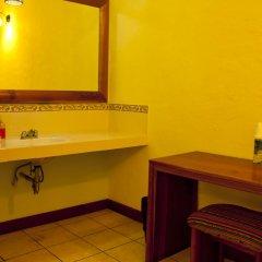 Hotel Jaguar Inn Tikal 3* Бунгало с различными типами кроватей фото 5