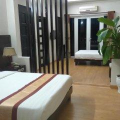 Gold Hotel Hue 3* Улучшенный семейный номер с двуспальной кроватью фото 3