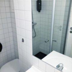 Отель Marken Guesthouse Кровать в женском общем номере фото 8