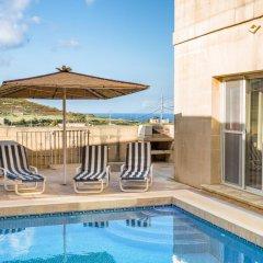 Отель Villa Al Faro бассейн