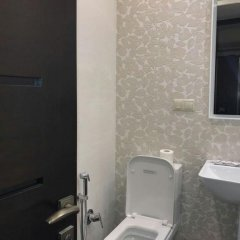 Отель Rent in Yerevan - Apartments on Ekmalyan Street Армения, Ереван - отзывы, цены и фото номеров - забронировать отель Rent in Yerevan - Apartments on Ekmalyan Street онлайн ванная