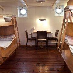 Stf Stockholm/af Chapman & Skeppsholmen Hostel Кровать в общем номере фото 3