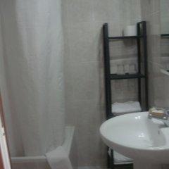 Отель Hostal Riesco Стандартный номер с различными типами кроватей фото 3