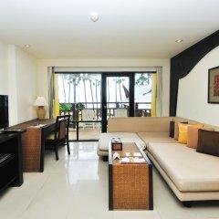 Отель Woraburi Phuket Resort & Spa 4* Улучшенный номер двуспальная кровать фото 10