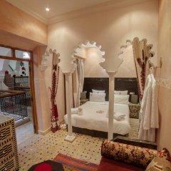 Отель Dar Ikalimo Marrakech 3* Улучшенный номер с двуспальной кроватью фото 3