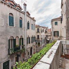 Отель Appartamento dei Frari Италия, Венеция - отзывы, цены и фото номеров - забронировать отель Appartamento dei Frari онлайн балкон