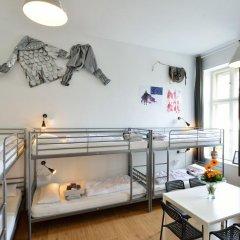 Kiez Hostel Berlin Кровать в общем номере с двухъярусной кроватью фото 12